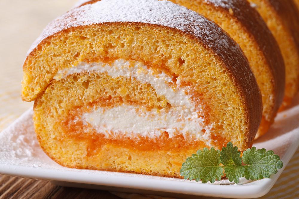 pumpkin roll with cream cheese and jam. macro horizontal